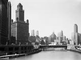 Chicagos Skyline und Fluss Fotografie-Druck von  Bettmann