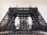 Eiffel Tower During Construction Fotografisk trykk av  Bettmann