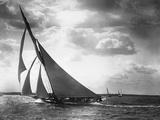 ヨット・モホークの海での帆走 写真プリント