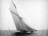 Yacht Columbia Sailing Fotografie-Druck von  Bettmann