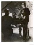 Man Plays a Piano and Looks up at a Glamorous Woman in a Long Dress Lámina giclée