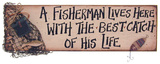 A Fisherman Lives Here with the Best Catch of His Life Wood Sign Placa de madeira