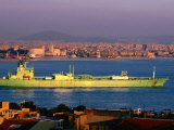 Oil Tanker at Golden Horn on Bosphorous, Istanbul, Turkey Lámina fotográfica por John Elk III