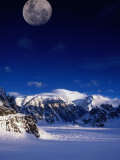 High Moon Over the Ruth Ampitheatre on Ruth Glacier, Denali National Park & Preserve, Alaska, USA Fotografisk tryk af Mark Newman