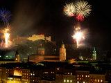 Fireworks Over City, Salzburg, Austria Lámina fotográfica por Thomas Winz
