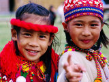 Portrait of Young Aboriginal Dancers, Taipei, Taiwan Lámina fotográfica por Tom Cockrem