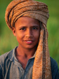 Boy with Orange Turban, Looking at Camera, Afghanistan Fotografie-Druck von Stephane Victor