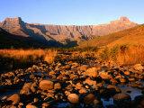 Thukela River and Amphitheatre, Northern Drakensberg, Royal Natal National Park, South Africa Fotografie-Druck von Ariadne Van Zandbergen