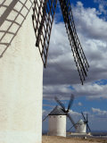 Row of Traditional Windmills, Campo De Criptana, Spain Fotografie-Druck von Damien Simonis