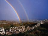 Arc-en-ciel au-dessus de murs de pierre, Irlande Reproduction photographique par Gareth McCormack
