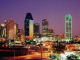 City Skyline Illuminated at Dusk, Dallas, United States of America Fotografisk tryk af Richard Cummins