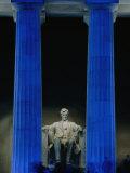 Abraham Lincoln Statue Between Blue Floodlit Columns of Lincoln Memorial, Washington Dc, USA Fotografisk trykk av Dennis Johnson