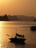 Dusk Over Halong Bay, Halong City, Vietnam Lámina fotográfica por Oliver Strewe