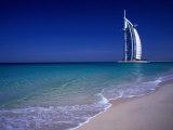 The Burj Al Arab or the Arabian Tower of the Jumeirah Beach Resort, Dubai, United Arab Emirates 写真プリント : ニール・セッチフィールド