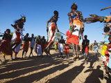 Samburu People Dancing, Laikipia, Kenya Lámina fotográfica por Tony Heald