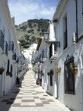 Calle San Sebastian, a Narrow Street in Mountain Village, Mijas, Malaga, Andalucia, Spain Reproduction photographique par Pearl Bucknall