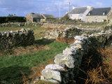 Hamlet on the Pointe De Roc'H Hir, Ile d'Ouessant, Breton Islands, Finistere, Brittany, France Reproduction photographique par Bruno Barbier