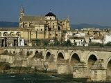 Roman Bridge Across the Rio Guadalquivir, Cordoba, Andalucia, Spain Reproduction photographique par Michael Busselle