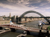 Bridges Across the River Tyne, Newcastle-Upon-Tyne, Tyne and Wear, England, United Kingdom Reproduction photographique par Michael Busselle