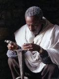 Portrait of a Blacksmith at Work, Town of Axoum (Axum) (Aksum), Tigre Region, Ethiopia, Africa Lámina fotográfica por Bruno Barbier