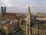 Neues Rathaus and Marienplatz from the Tower of Peterskirche, Munich, Germany Impressão fotográfica por Gary Cook