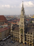 Neues Rathaus and Marienplatz, from the Tower of Peterskirche, Munich, Germany Impressão fotográfica por Gary Cook