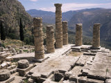 Temple of Apollo, Delphi, Unesco World Heritage Site, Greece Fotografisk tryk af Ken Gillham