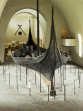 Replica of a Viking Ship, Oseberg, Oslo, Norway, Scandinavia Impressão fotográfica por G Richardson