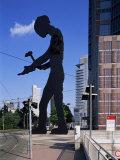Statue of a Hammering Man, Frankfurt-Am-Main, Hesse, Germany Impressão fotográfica por Hans Peter Merten