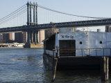 The River Cafe and Manhattan Bridge, New York City, New York, USA Reproduction photographique par Amanda Hall