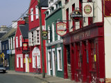 Pubs in Dingle, County Kerry, Munster, Eire (Republic of Ireland) Fotografisk tryk af Roy Rainford