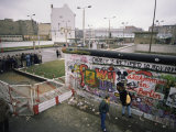 Checkpoint Charlie, Border Control, West Berlin, Berlin, Germany Reproduction photographique par Robert Francis