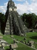 Temple of the Great Jaguar in the Grand Plaza, Mayan Ruins, Tikal, Peten Fotografisk tryk af Robert Francis