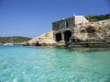 Stone Dwelling Overlooking Bay, Cala Mondrago, Majorca, Balearic Islands, Spain Reproduction photographique par Ruth Tomlinson