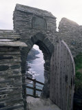 Doorway, Tintagel Castle, Cornwall, England, United Kingdom Reproduction photographique par Adam Woolfitt