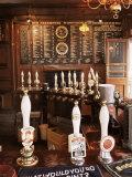 Beer Pumps and Bar, Sun Pub, London, England, United Kingdom Reproduction photographique Premium par Adam Woolfitt