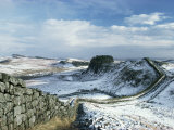 Hadrian's Wall, Unesco World Heritage Site, in Snowy Landscape, Northumberland, England Reproduction photographique par Adam Woolfitt