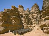 Bedouin Tent and Rocks of the Desert, Wadi Rum, Jordan, Middle East Reproduction photographique par Alison Wright