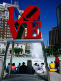 Sculpture in Love Park, Philadelphia, Pennsylvania Premium fototryk af Margie Politzer