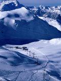 Ski Slopes and Frozen Lac des Vaux, Verbier, Valais, Switzerland Fotografie-Druck von Glenn Van Der Knijff