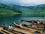 Villagers in Dugout Canoes at Market, Lake Bunyonyi, Kabale, Uganda Fotografie-Druck von Ariadne Van Zandbergen