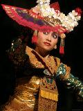 Gamelan Dancer Performing During Bali Arts Festival, Denpasar, Bali, Indonesia Fotografisk tryk af Paul Kennedy
