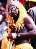 Man in Orange Costume, Crop-Over Festival, Bridgetown Lámina fotográfica por Holger Leue