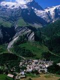 Le Chazalet, La Grave Village Below, with la Meije Rhone-Alpes, France Fotografisk tryk af John Elk III