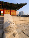 The Stone Haetae on Railings, Deoksegung Palace, Seoul, South Korea Fotografisk tryk af Anthony Plummer