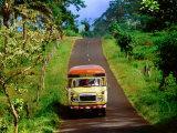 Bus Travelling on Island Road, Upolu, Samoa Fotografisk tryk af Peter Hendrie