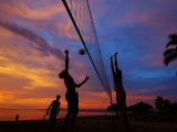 Volleyball on Playa de Los Muertos at Sunset, Mexico Fotografisk tryk af Anthony Plummer