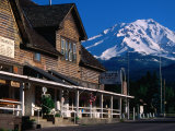 Mccloud Mercantile Hall with Mt. Shasta in Background, Mt. Shasta, California Fotografisk tryk af John Elk III