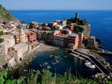 Vernazza and Harbour, Cinque Terre, Liguria, Italy Fotografisk tryk af John Elk III