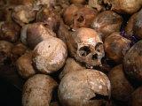 Genocide Memorial, Gisozi, Kigali, Rwanda Lámina fotográfica por Doug McKinlay